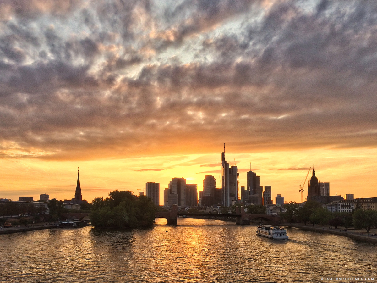 river Main in Frankfurt, hardcore sunset