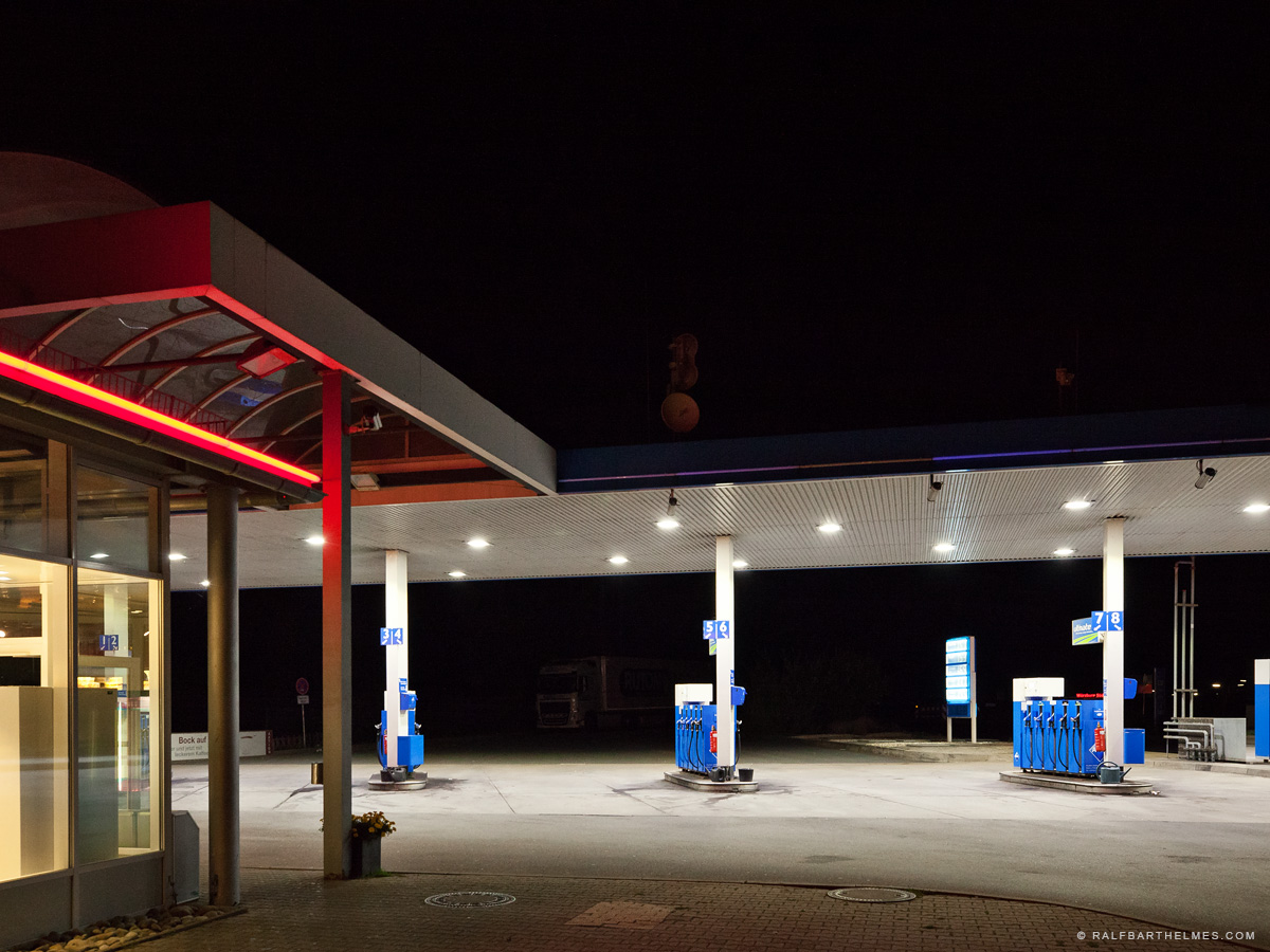 623-highway-service-station-editorial